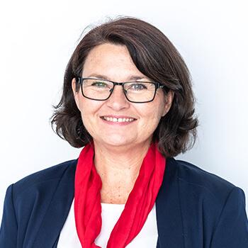 <strong><span>Andrea Schmitz-Dohnal</span> UniCredit Bank Austria</strong><br>Lancierte mit Testimonal Dominic Thiem an der Speerspitze eine beeindruckende Nachhaltigkeitsinitiative.