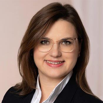 <strong><span>Katharina Lipinsky</span> LGT</strong><br>Hält die Werte des familiengeführten Unternehmens – Engagement, Kompetenz und Nachhaltigkeit – weiter hoch.