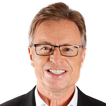 <strong><span>Leodegar Pruschak</span> Raiffeisen Bank International</strong><br>Ist der Konkurrenz immer wieder mit clever und langfristig ausgesuchten Testimonials um eine Nasenlänge voraus.