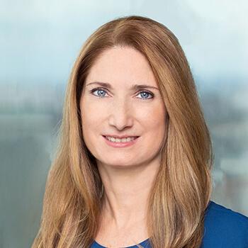 <strong><span>Patricia Kasandziev</span> Raiffeisenlandesbank NÖ-Wien </strong><br>Treibt als Head Of Digitisation, Products & Processes die Digitale Transformation voran und hebt das Digital Banking der RLB NÖ-Wien auf eine neue Stufe.