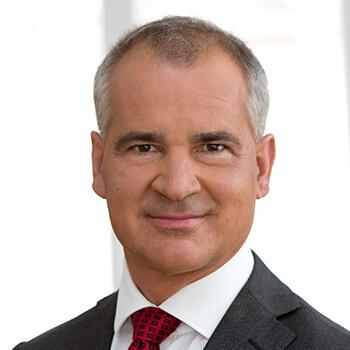 <strong><span>Wolfgang Layr</span> Volksbank</strong><br>Führt die Marketing- und PR-Agenden auch in Zeiten wie diesen besonnen und mit ruhiger Hand.